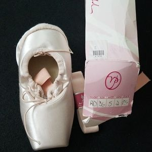Russian Pointe- size 36- (size 6)